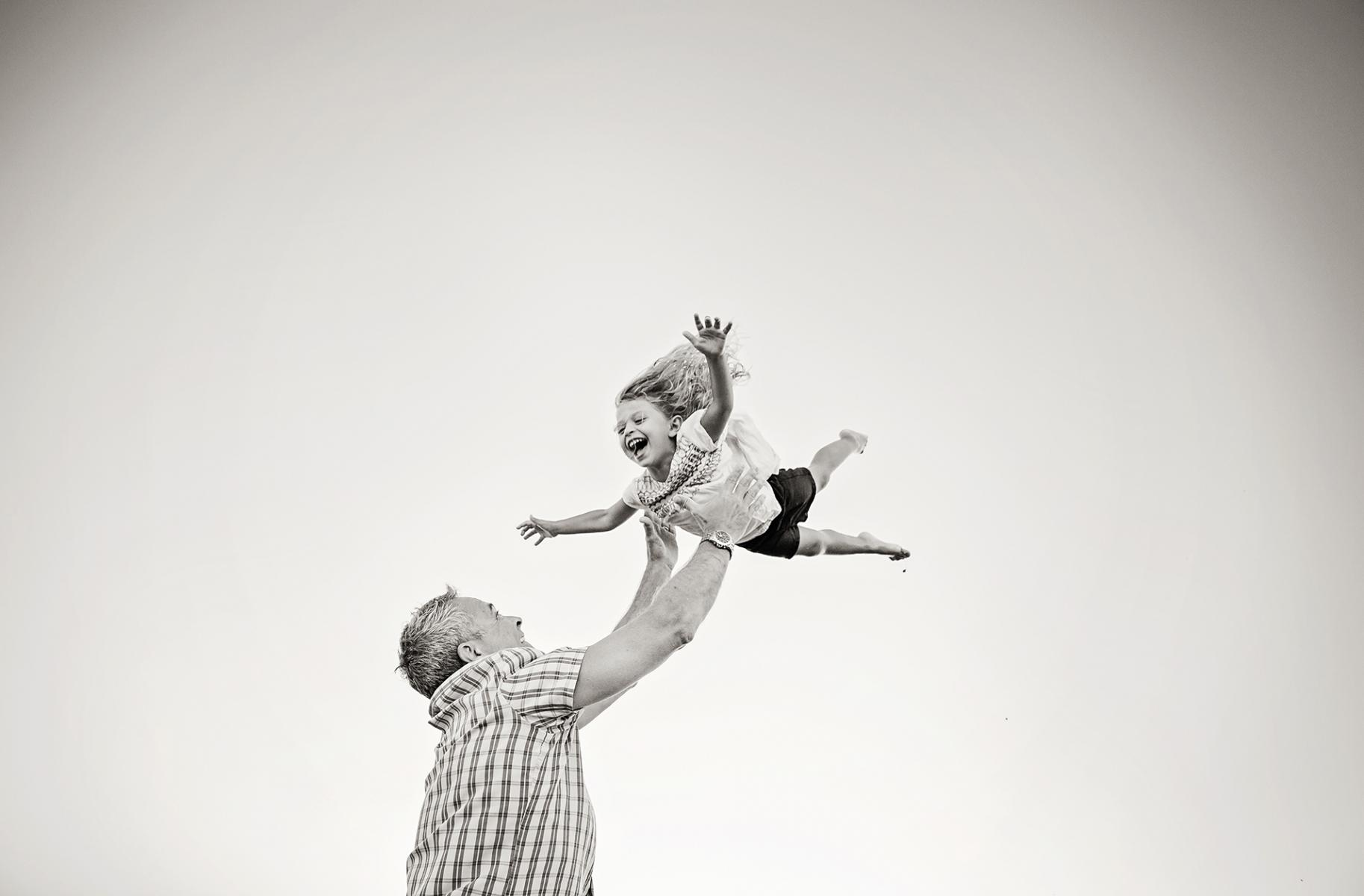 Outer Banks family photographer, daddy with daughter
