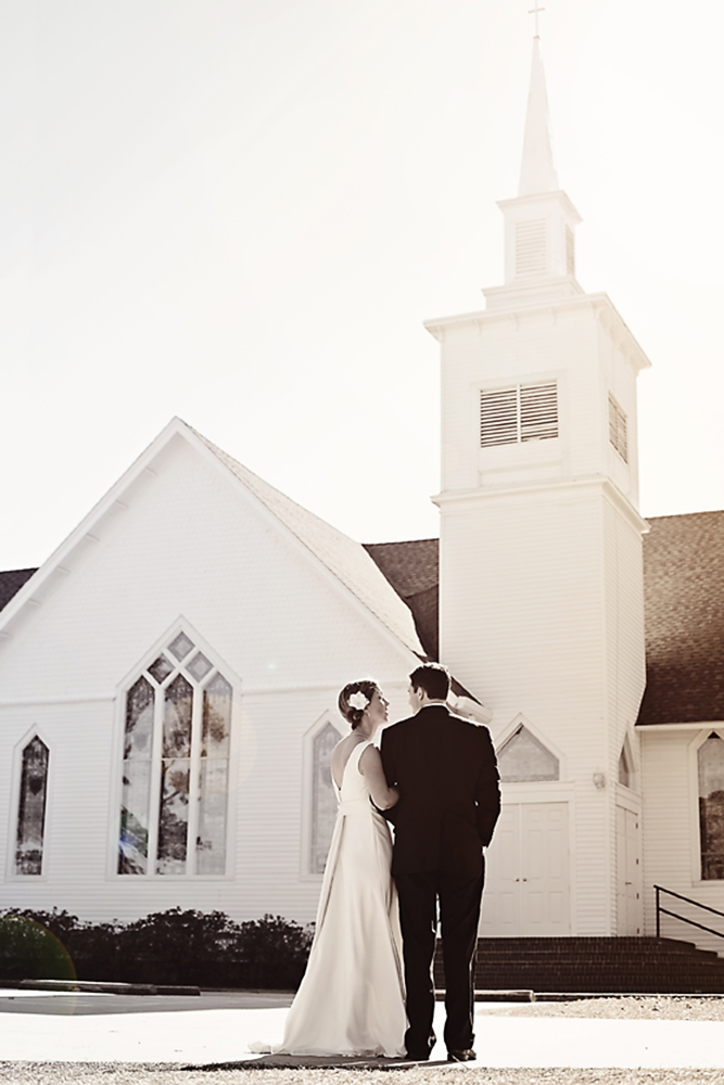 wedding couple in front of Church in Manteo NC
